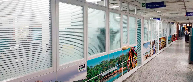 Divisiones con panel metálico y vidrio | Cofimuebles